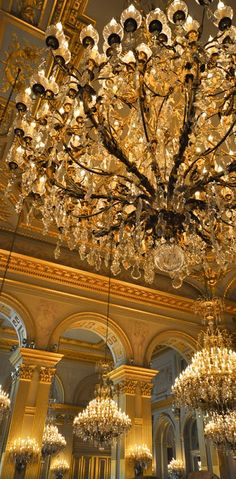 Why not starting your new hotel lobby lighting project today? Find with Luxxu the best luxury chandelier design at  luxxu.net