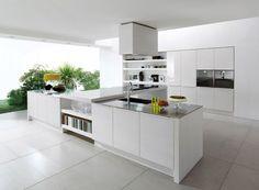 Je ziet het tegenwoordig steeds meer; de moderne, strakke keuken. Hier zijn weinig ronde vormen t...