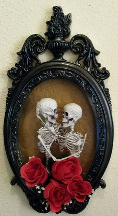 Halloween 3D Elegant Skeleton Couple Embracing-Shadow Box Horror Doll Prop