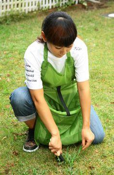 uruza | Rakuten Global Market: Haruna nabata gardening apron [DIY and gardening in the featured apron (apron garden garden) branches off, weeds and dead leaves to put big pockets when convenient (bag) gardening supplies]