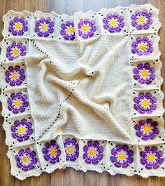 Bir battaniye maceramin daha sonuna geldim...herseyiyle cok icime sinen cok seker bi battaniye oldu...bi sonraki resimde ayrintilari paylastim..ip tıg gibi...hepinize sevgiler ..Finally I finished my baby blanket..very good..lovely #örgüfikirleri#örgü#tığ isi#crochet#crochetblanket#crochetbabyblanket#bebekbattaniye#bebekbattaniyesi#örgübattaniye#colorful#10marifet#hanimelindenorgu#battaniye#colorful#love#handmade#bebekhediyesi#bebekhazirligi#bebekçeyizi#africanflower#menekse#flower
