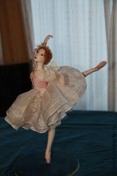 Ballerina Doll, Porcelain Ceramics, China Porcelain, Balerina, China Dolls, Ceramic Animals, Doll Furniture, Doll Accessories, Beautiful Dolls