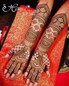 Henna is the most traditional part of weddings throughout India. Let us go through the best henna designs for your hands and feet! Henna Hand Designs, Indian Henna Designs, Full Hand Mehndi Designs, Mehndi Designs For Girls, Mehndi Designs For Beginners, Modern Mehndi Designs, Mehndi Design Photos, Latest Mehndi Designs, Mehndi Images