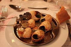 Traditional French Food in France Traditional French Recipes, French Food, Ratatouille, Love Food, The Help, Stuffed Mushrooms, Dinner Recipes, Fruit, Eat