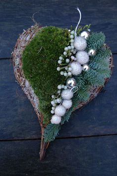 lovely inspiration for a rustic , natural country style woodland heart wreath for your door at christmas european folk style diy make Kerstdecoratie BLOM BLoemwerk Op Maat Christmas Is Coming, Christmas Time, Christmas Wreaths, Christmas Crafts, Christmas Decorations, Holiday Decor, Grave Decorations, Heart Decorations, Deco Floral