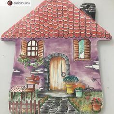 Burcu hocamız döktürmüş yineÇiniye bayılıyorum#çini #bayıldım #ev #çokcici #izmir Clay Fairy House, Fairy Houses, Cottage Art, Clay Fairies, Hand Painted Plates, Ceramics Projects, Tile Art, Ceramic Pottery, Decoupage