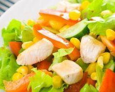 Salade santé légère au poulet, maïs et tomates : http://www.fourchette-et-bikini.fr/recettes/recettes-minceur/salade-sante-legere-au-poulet-mais-et-tomates.html