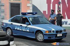 141/221 | Photo du stunt show, Scuola di Polizia situé à Mirabilandia (Italie). Plus d'information sur notre site http://www.e-coasters.com !! Tous les meilleurs Parcs d'Attractions sur un seul site web !! Découvrez également nos vidéos du show à ces adresses : http://youtu.be/DB4UCC9a3J0 & http://youtu.be/4F9wptkq8Uc
