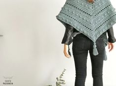 Patron para tejer un chal de crochet Crochet Scarves, Crochet Clothes, Casino Outfit, Themed Outfits, Dress And Heels, Diy Crochet, Shawl, Crochet Patterns, Knitting