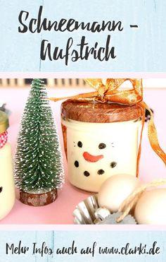 Dieses Rezept und viele weitere Rezepte findest du in dem neuen eBook: Schleckermaul und Schneegestöber - Süße Schneemann-Rezepte, erschienen im BOD-Verlag von der Kreativ-Autorin Kathleen Lassak. In dem Buch dreht sich alles um die Themen Schneemann, Backen, Dessert und Co. #schnee #winter #weihnachten #kochen #backen #affiliate #buch #ebook #kinder #kinderbacken #basteln #clarkidiy Jar, Christmas Ornaments, Holiday Decor, Melted Snowman, Cute Snowman, Cute Ideas, Christmas Time, Christmas Jewelry, Christmas Decorations