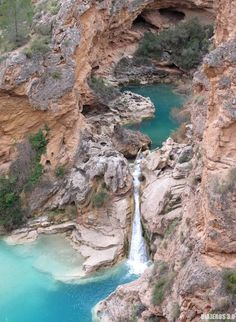 Impresionante paraje de Las Chorreras del Cabriel Places To Travel, Places To Visit, Beautiful Waterfalls, Spain Travel, Planet Earth, Van Life, The Good Place, Beautiful Places, Landscape