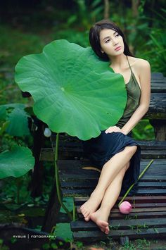 Cute Asian Girls, Beautiful Asian Girls, Beautiful Women, Frock For Women, Village Girl, Vietnam Girl, Ao Dai, Girl Poses, Beauty Tricks