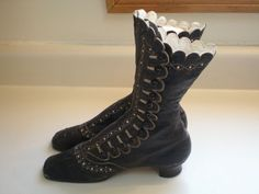Wonderful ANTIQUE LEATHER SCALLOPED VICTORIAN EDWARDIAN BOOTS SHOES w/ Buttons  #Boots