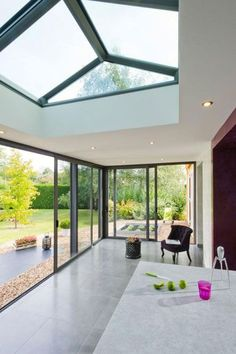Fantastic glass roof - have a look at our content article for a lot more suggestions! Open Plan Kitchen Diner, Outdoor Living Rooms, Roof Light, House Windows, Glass Roof, Glass House, Home Deco, My Dream Home, Home Projects
