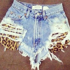 I don't like seeing booty cheeksss ugh. Ripped Denim Cut Offs with Leopard Pockets Fashion Killa, Look Fashion, Diy Fashion, Womens Fashion, Hot Pants, Summer Outfits, Cute Outfits, Diy Shorts, Diy Vetement