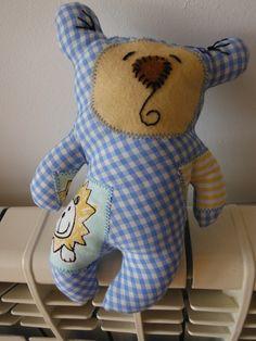 um ursinho para bebé -- a little bear for a baby