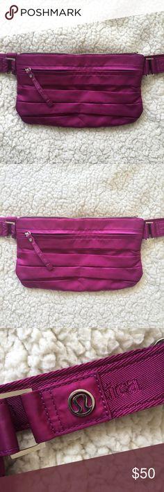 c66e1511a9f2 Lululemon Travel Pooch Fanny Pack Purple Lululemon travel pooch travel pack  with multiple pockets. lululemon