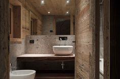 Renoviertes-Badezimmer-mit-Altholz-in-altem-Stall.jpg (900×600)
