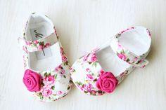 Rosa flores zapatos zapatos de bebé rosa por MartBabyAccessories