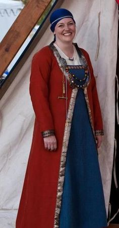"""SCA Viking kaftan - Google Search. The caftan doesn't appear to be able to close at the front when """"resting"""" which would make it fairly cold in the front. This woman is a peer in the SCA in the USA and has a blog."""