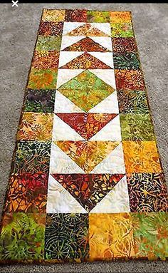 Table runner for fall - Nähtisch Patchwork Table Runner, Table Runner And Placemats, Quilted Table Runners, Fall Table Runner, Christmas Table Runners, Quilted Table Runner Patterns, Modern Table Runners, Table Topper Patterns, Table Runner Size