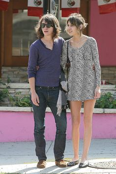 Preppie_-_Alexa_Chung_strolls_around_the_streets_of_West_Hollywood_-_October_7_2009_9187 by biscuits99, via Flickr