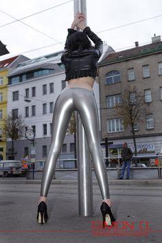http://www.rubber-store.com/Wetlook-Latexlegging-hueftig-geschnitten-Low-waist-legging.html