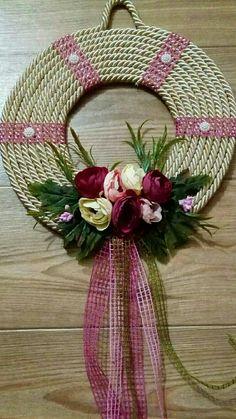 Wooden Wall Art, Diy Wall Art, Diy Home Crafts, Crafts To Sell, Handmade Decorations, Handmade Crafts, Felt Wreath, Flower Crafts, Design Crafts