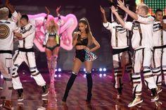 Ariana-Grande-scared-face-meme-1