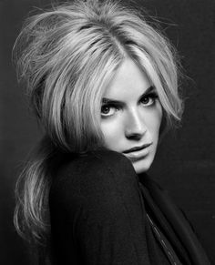 Sienna Miller : Tesh Photoshoot for i-D (2004) Sienna Miller, Pretty People, Beautiful People, Beautiful Celebrities, Outdoor Fashion Photography, Portraits, My Hairstyle, Pure Beauty, Natural Beauty