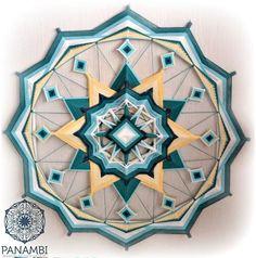 PANAMBI, MANDALAS TEJIDOS - CARRUSEL Mandala Design, Mandala Art, God's Eye Craft, Diy Dream Catcher Tutorial, Dream Catcher Art, Macrame Wall Hanging Patterns, Crochet Mandala Pattern, Gods Eye, Circle Art