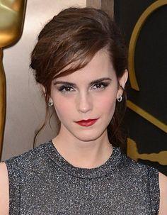 Emma Watson, la révélation beauté aux Oscars 2014 http://www.elle.fr/Beaute/Maquillage/Maquillage-de-stars/OSCARS-Les-30-plus-beaux-looks-beaute/Emma-Watson-la-revelation-beaute