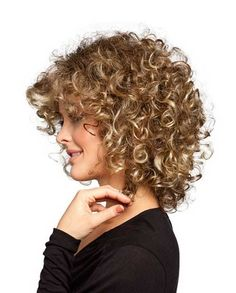 25 Quick and Curly Hairstyles