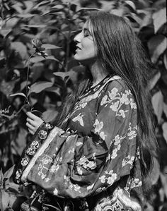 Fashionable inspirations: A Very Natural Portrait  The subject of this photo is thought to be one Miss Elaine Thomas, who wears a robe with elaboate Eastern-inspired print. Circa 1910, United States