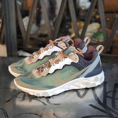 Undercover x Nike React Element 87 Orange Nike Shoes, Comfortable Mens Dress Shoes, Sneakers Fashion, Shoes Sneakers, Streetwear, Mode Shoes, Tenis Casual, Only Shoes, Designer Shoes