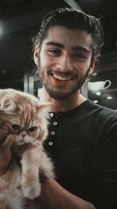 He too loves cat 😻😻 Zayn Malik Wallpaper, Wallpaper Lockscreen, Baby Daddy, Bad Boys, Cute Boys, Zayn Mallik, Niall Horan, Zayn Malik Photos, Foto Zayn Malik