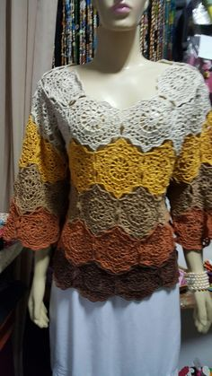 Pull Crochet, Crochet Coat, Crochet Shirt, Crochet Girls, Crochet Clothes, Crochet Shrug Pattern, Crochet Patterns, Bridal Lehenga Online, Beautiful Crochet