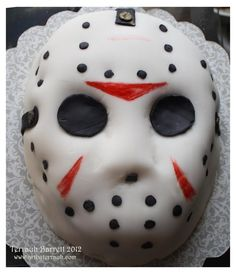 Jason Voorhees Cake by Terrauh on DeviantArt Scary Halloween Cakes, Scary Cakes, Halloween Cupcakes, Halloween Treats, Halloween Desserts, Horror Cake, 13 Birthday Cake, 13th Birthday, Horror Films