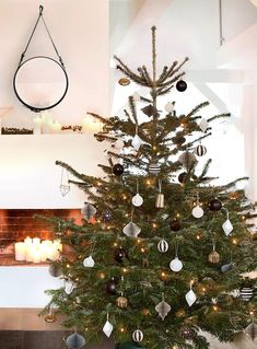 ♬ Rockin around the christmastree ♬ Not only the Christmas tree balls hang as . Christmas Mood, Christmas Design, All Things Christmas, Xmas, Noel Christmas, Christmas Decorations, Holiday Decor, Winter Season, Yule