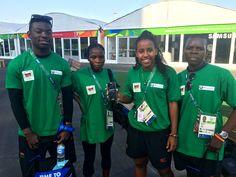 Atletas ganham celular de R$ 5 mil na Vila, salário de quase 3 anos no Malawi #globoesporte