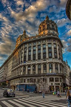Esquina Florida y diagonal Norte. Backpacking South America, South America Travel, Argentine Buenos Aires, Places Around The World, Around The Worlds, Argentina South America, Equador, Argentina Travel, World Cities