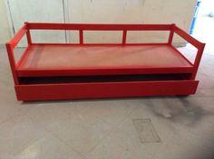 Bi cama de madeira laqueado em vermelho