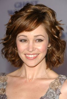 Short Wavy Bob Hairstyles with Bangs 2015 – Wavy hair looks best when it was eventually cut short. The waves could be mowed i… Short Wavy Hairstyles For Women, Short Hairstyles For Thick Hair, Wavy Bob Hairstyles, Haircut For Thick Hair, Short Hair Cuts For Women, Short Curly Hair, Curly Hair Styles, Short Haircuts, Fall Hairstyles