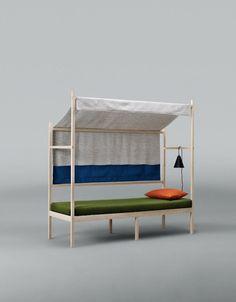 NY Design Week: Hallingdal 65 è un tessuto diventato famoso per la sua durevolezza e la tavolozza ricca di colore. E 'stato usato in case, ospedali e scuole, ma non è mai stato utilizzato per scopi più raffinati fino a questo  Design Week