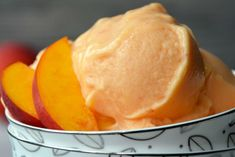 Skip the store-bought desserts and whip up easy, healthy peach frozen yogurt mad… Skip the store-bought desserts and whip up easy, healthy peach frozen yogurt made with just four ingredients. No ice cream machine required! Peach Frozen Yogurt, Frozen Yogurt Recipes, Frozen Desserts, Fruit Recipes, Frozen Treats, Healthy Desserts, Easy Desserts, Dessert Recipes, Healthy Recipes