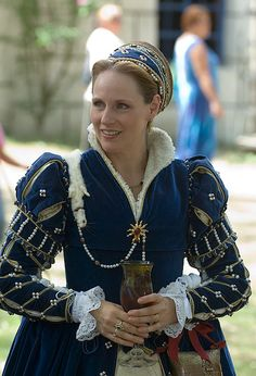 Shanda Louis as Elizabeth Hastings, Lady Somerset, Countess of Worcester at the Bristol Renaissance Faire, 8-13-2006
