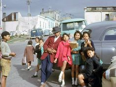 Posing in the Bo-Kaap, Vintage Everyday: 40 Wonderful Color Photographs Capture Street Scenes of Cape Town, South Africa from between the and Vintage Photographs, Vintage Images, Vogue Photography, Beach Cafe, Cape Town, Pretty Pictures, South Africa, Poses, History