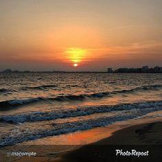 """Acabem la setmana de la millor manera, amb una foto impressionant! Gràcies per compartir #VisitRoses @macompte -->""""Mar +Posta de sol = Magia. (Posta de sol a Roses)"""""""