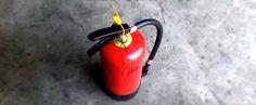 Qué hacer en caso de emergencia ¿Qué hacer antes de un terremoto? 1.Tenga preparado: -Botiquín primeros auxilios -Linternas de dinamo -Agua embotellada y comida no perecedera -Silbato -Radio con pilas -Extintor #emergencia #evacuación #terremoto #maxpreven #prevención