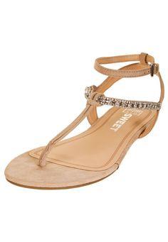 Me encanta! Miralo! Sandalia Natural Sweet Apliques  de Sweet en Dafiti Rocks, Sandals, Natural, Sexy, Fun, Shoes, Fashion, Appliques, Flat Sandals
